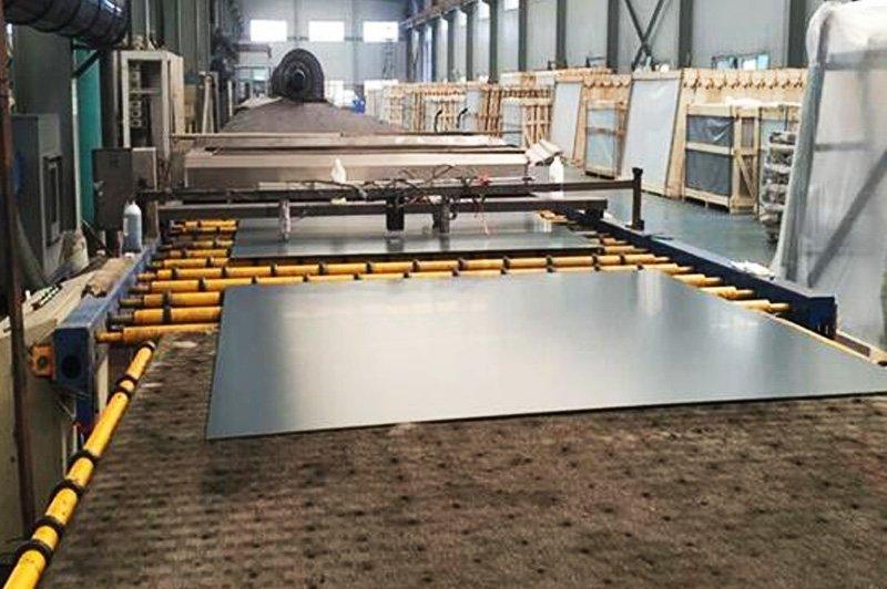 xưởng sản xuất kính treo tường